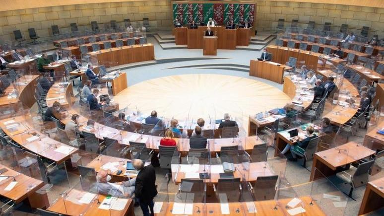 Der Landtag tagt im Plenum. Foto: Federico Gambarini/dpa/Archivbild
