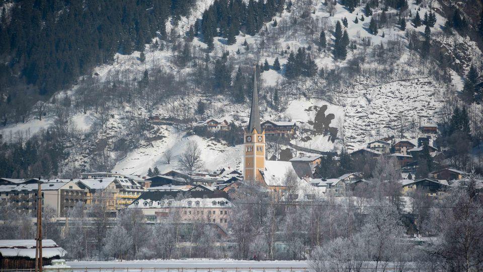 In Bad Hofgastein in Österreich ist ein Deutscher Tourist bei einem Sturz vom Balkon gestorben.