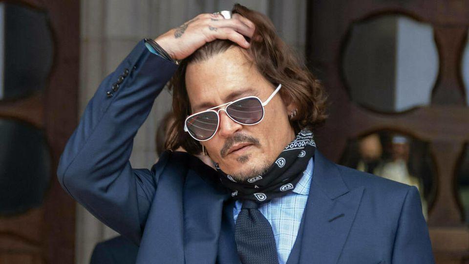 Johnny Depp verlässt nach der Anhörung das Gericht in London.