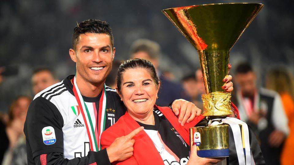 Cristiano Ronaldo mit seiner Mutter Dolores Aveiro.