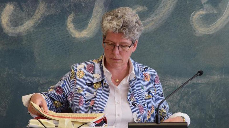 Justizministerin Anne-Marie Keding (CDU) sitzt in einem Sitzungssaal des Landtages. Foto: Klaus-Dietmar Gabbert/dpa-Zentralbild/dpa/Archivbild