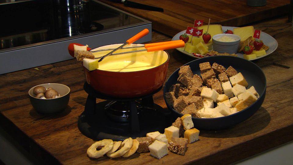 Kaas, Rösti und Schoki – Typische Küche aus Metas Heimat: Fondue à la Meta