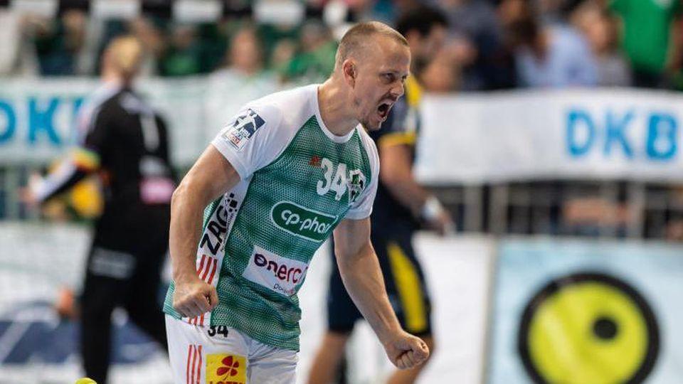 Hannovers Morten Olsen während eines Spiels. Foto: Swen Pförtner/dpa