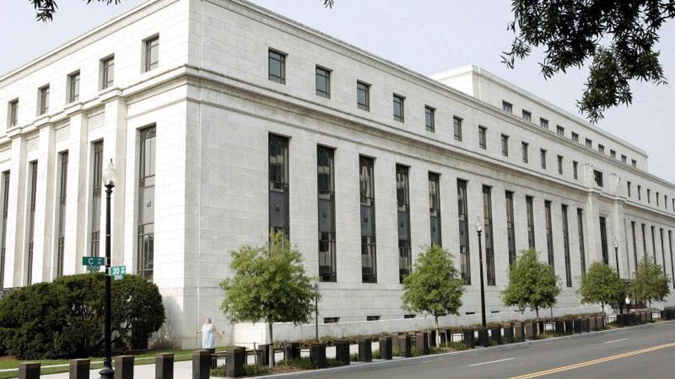 Das Gebäude der US-amerikanischen Notenbank Federal Reserve in Washington. Foto: Matthew Cavanaugh/EPA/dpa