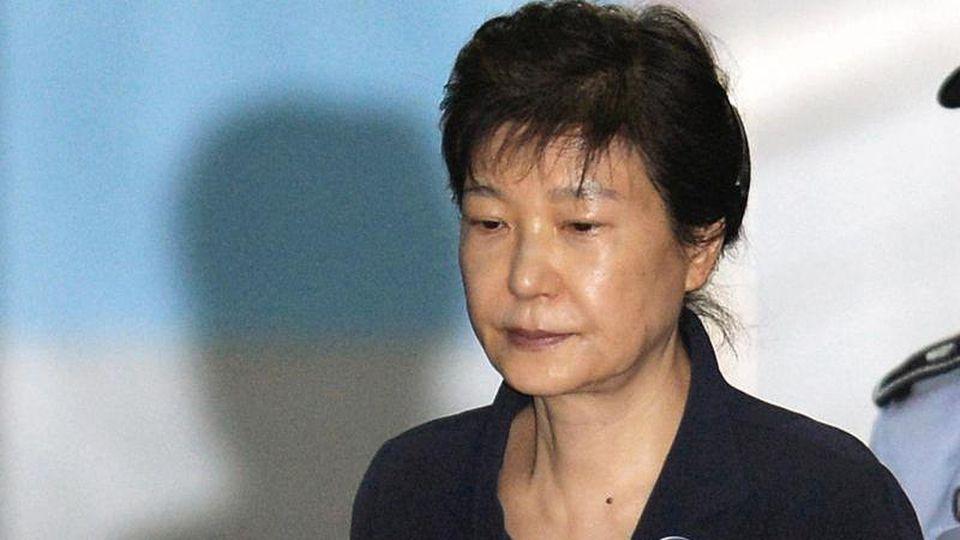 Die frühere Präsidentin von Südkorea, Park Geun Hye, bei einem ersten Prozess im Jahr 2017. Foto: -/YNA/dpa
