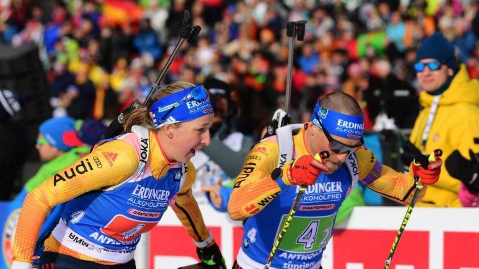 Franziska Preuß und Erik Lesser holten Silber in der Single-Mixed-Staffel. Foto: Hendrik Schmidt/dpa