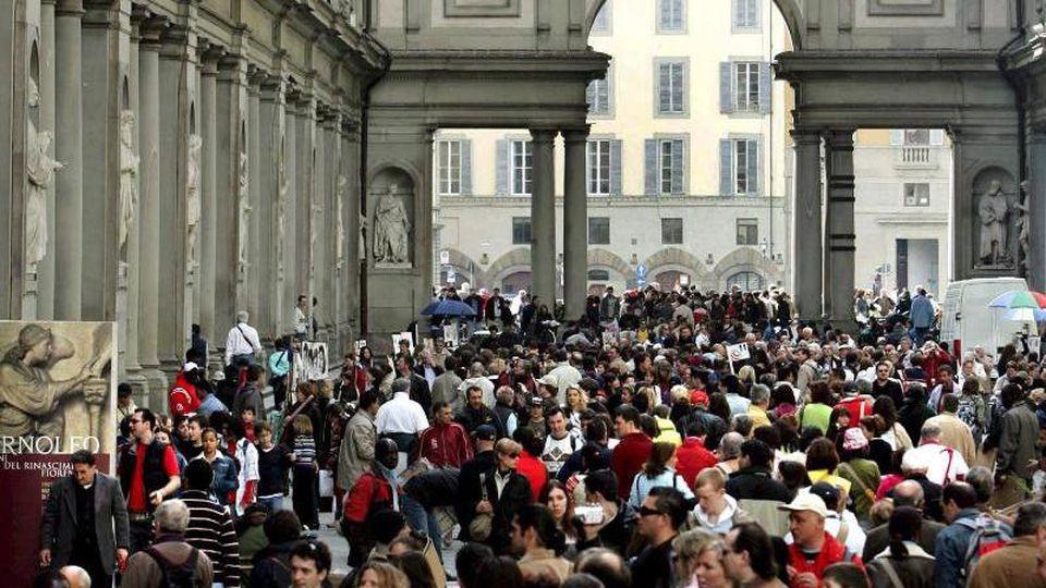 Ein Bild aus alten Zeiten (2006): Florenz fehlen die Touristen und Museumsbesucher. Foto: epa ansa Marco Bucco/epa ansa/dpa