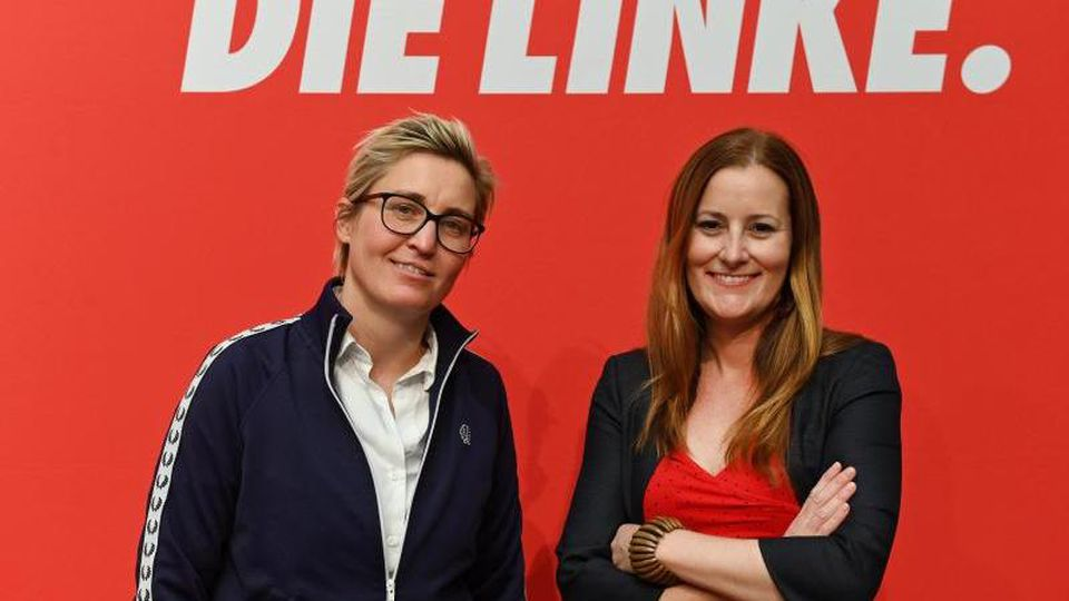 Susanne Hennig-Wellsow (l), Landesvorsitzende von Die Linke Thüringen, und Janine Wissler, stellvertretende Parteivorsitzende der Linken auf Bundesebene, wollen an die Spitze der Partei. Foto: Frank May/dpa