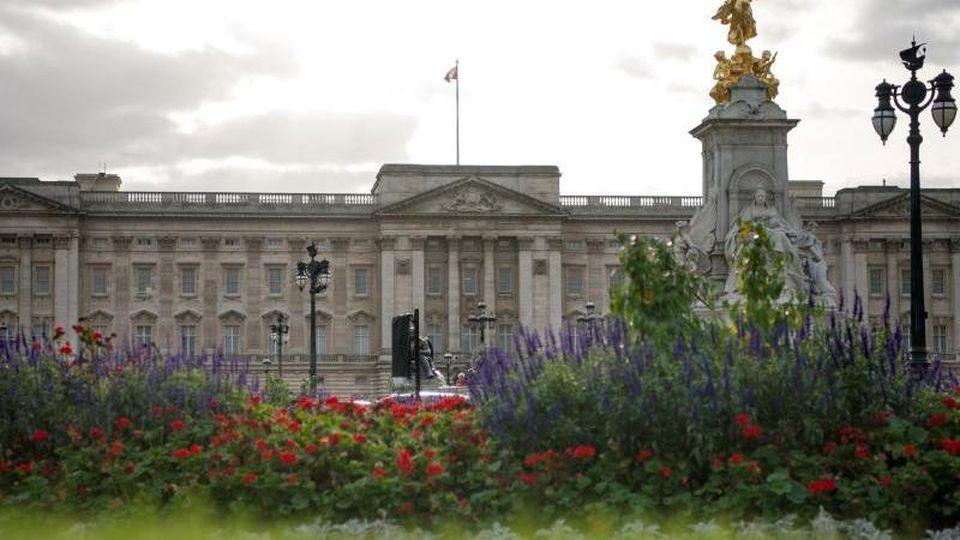 Blick auf den Buckingham Palast. Foto: Monika Skolimowska/dpa-Zentralbild/dpa