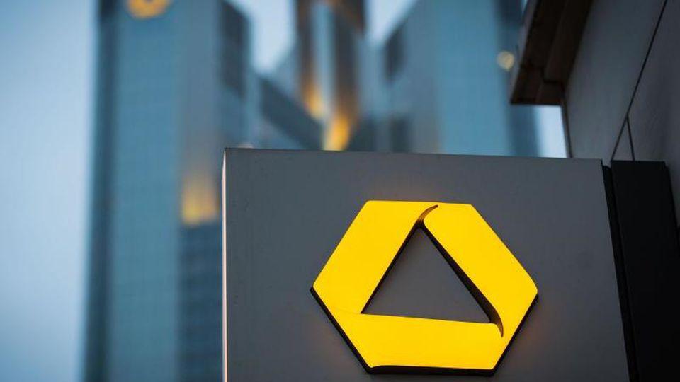 Bei der Commerzbank müssen überraschend der Posten desVorstandschefs und der Aufsichtsratsvorsitz neu besetzt werden. Foto: Frank Rumpenhorst/dpa