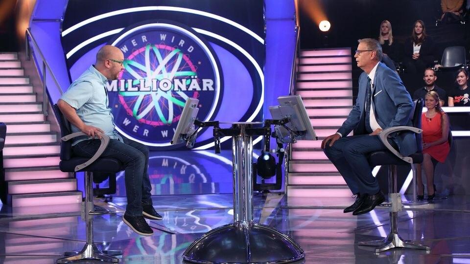 """""""Wer wird Millionär?""""-Kandidat Benjamin Witzel und Moderator Günther Jauch"""
