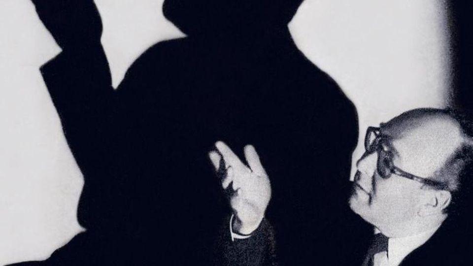 """""""Sein Talent als Zauberkünstler wurde nur noch von dem als Selbstdarsteller übertroffen"""", schreibt Autor Malte Herwig in seinem Buch """"Der grosse Kalanag: Wie Hitlers Zauberer die Vergangenheit verschwinden ließ und die Welt eroberte"""" über den Magier Helmu"""