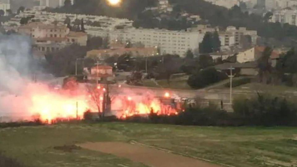 Marseille Fans stürmen Stadion