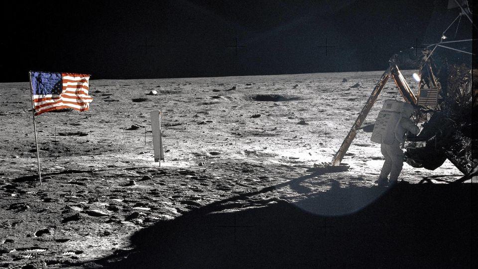 Apollo 11: Foto vom Mond oder perfekte Inszenierung?