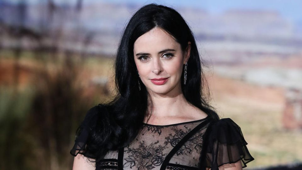 Schauspielerin Krysten Ritter bei einer Premiere in Los Angeles - modisch in Schwarz