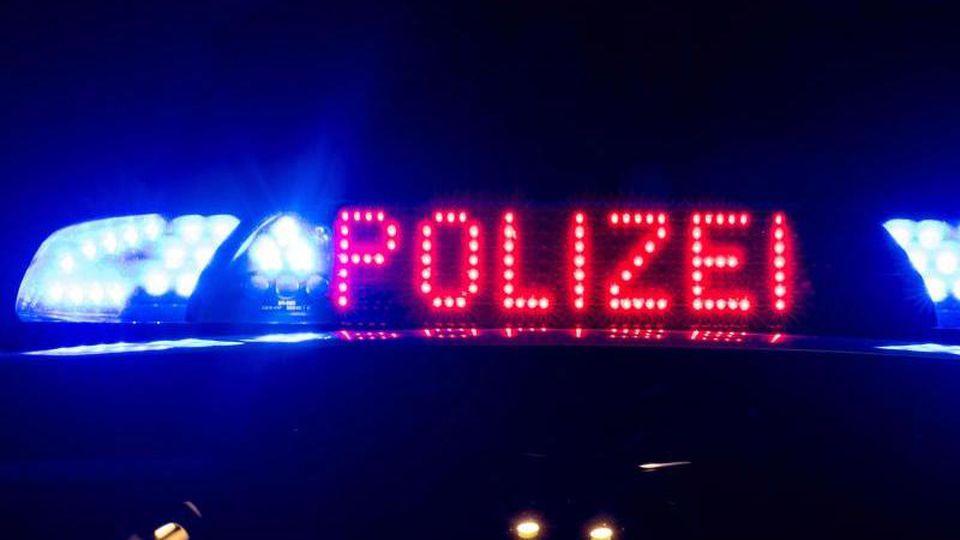 Das Blaulicht auf einem Polizeiauto. Foto: Monika Skolimowska/zb/dpa/Symbolbild