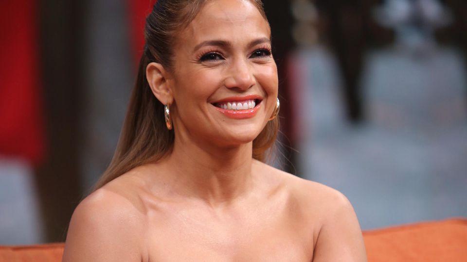 Jennifer Lopez kann sich mit 51  Jahren im Bikini echt sehen lassen.