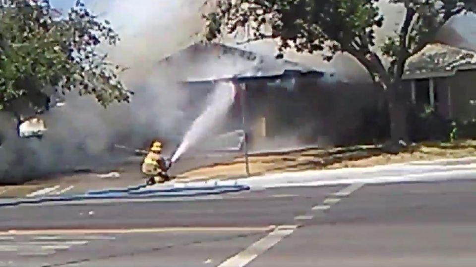 Feuer nach dem Beben im Städtchen Ridgecrest