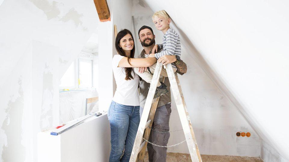 Viele Familien träumen von einem Eigenheim. Das Baukindergeld soll da helfen.