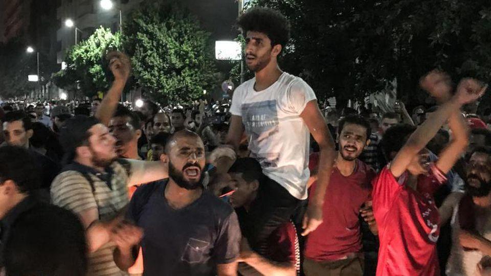 Demonstranten bei einem Protest gegen die Regierung in der Innenstadt von Kairo. Foto: Oliver Weiken