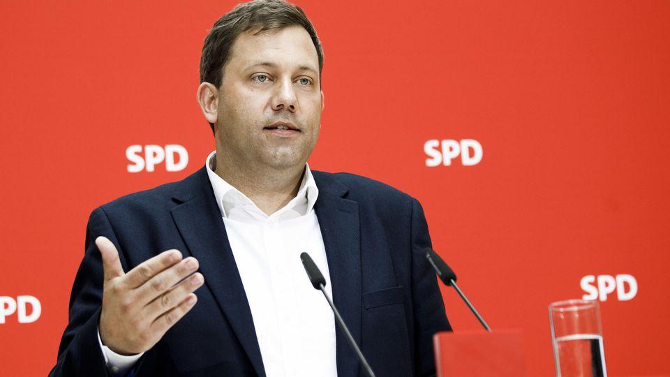 17.06.2019, Berlin: Lars Klingbeil, SPD-Generalsekretär, spricht bei einer Pressekonferenz nach Gremiensitzungen der SPD im Willy-Brandt-Haus, dem Sitz der SPD. Foto: Carsten Koall/dpa +++ dpa-Bildfunk +++