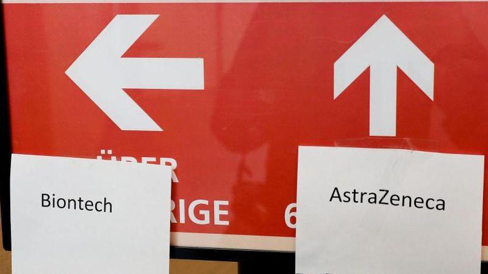 Wer unter 60 ist und bereits einmal mit Astrazeneca geimpft wurde, soll als zweite Dosis einen mRNA-Impfstoff erhalten. Foto: Oliver Berg/dpa