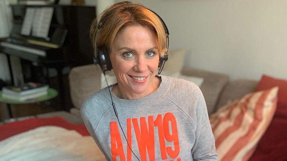 Gisa Zach im Podcast - diesmal von ihrem Sofa aus.