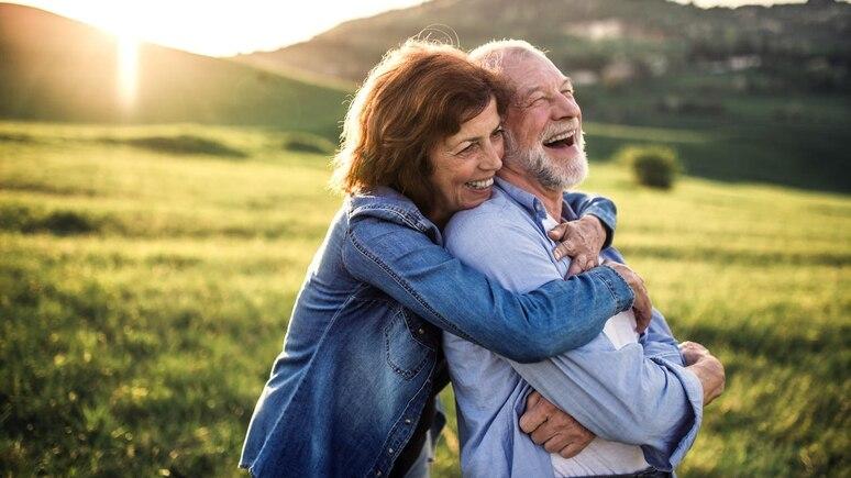 Glückliche Ehe, längeres Leben - das hat eine Langzeitstudie aus Israel ergeben.
