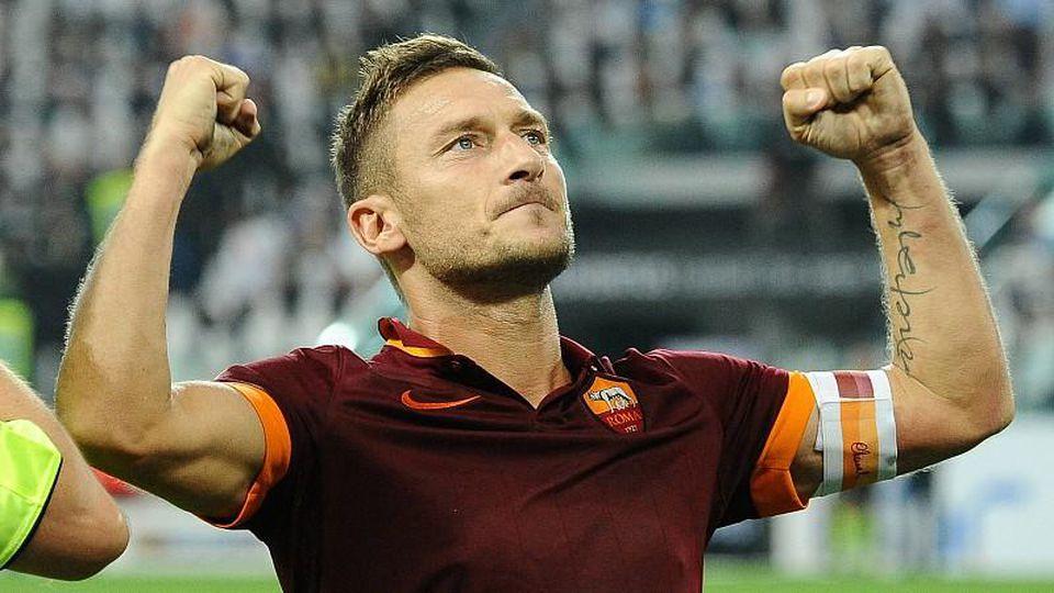 Esultanza di Francesco Totti Roma dopo il gol su calcio di rigore 1 1 Goal celebration Torino 05 10