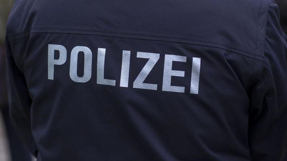 Ein Polizist in Uniform. Foto: Jens Büttner/ZB/dpa/Archivbild