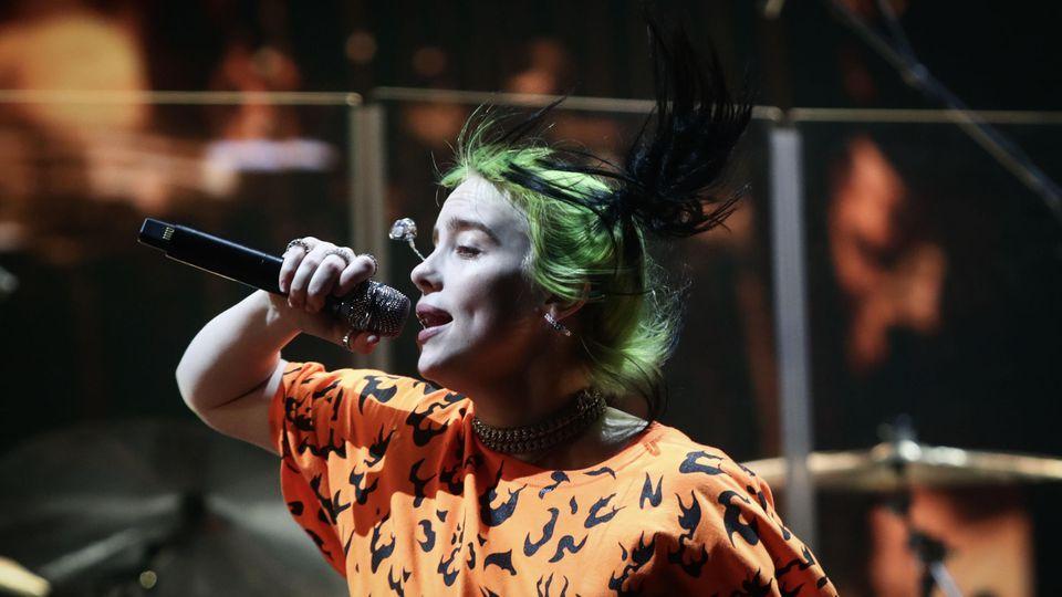 Billie Eilish bei einem Konzert im November