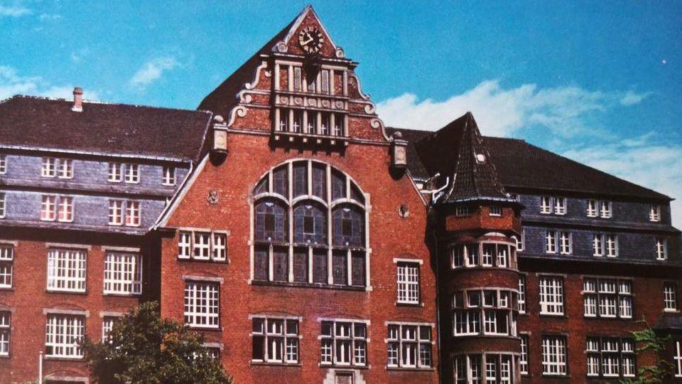 In unserer Berichterstattung wurde fälschlicherweise ein Foto der Otto Kühne-Schule Godesberg GmbH in Bonn gezeigt.
