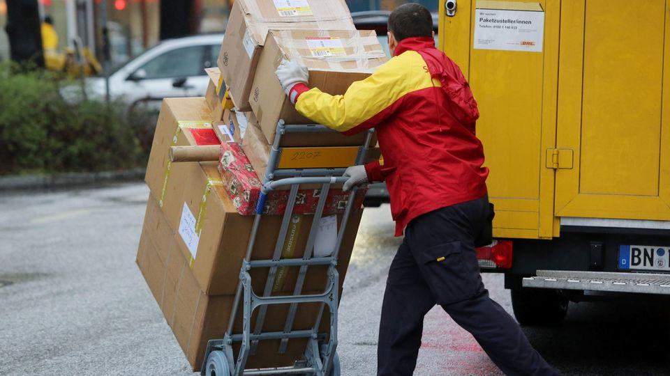 Paketboten haben immer mehr Pakete auszuliefern.
