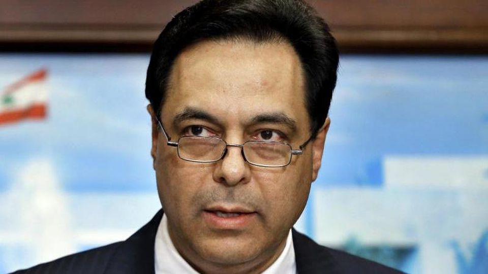 Hassan Diab im Januar 2020 bei einer Pressekonferenz. Nun erklärte der Ministerpräsident offiziell das Ende seines Kabinetts. Foto: Bilal Hussein/AP/dpa