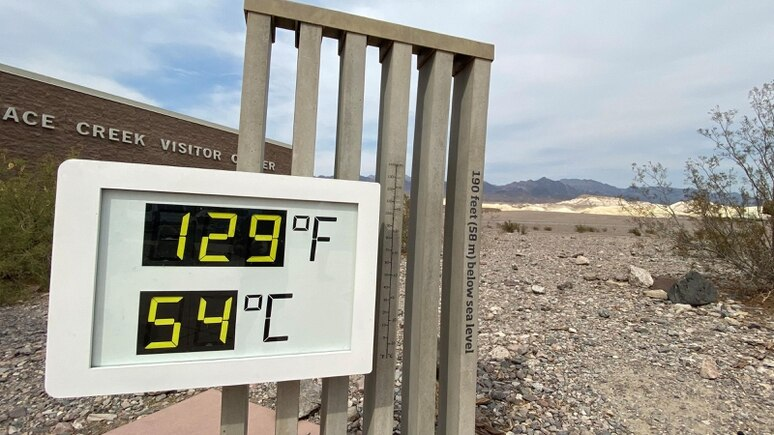 58 Meter unter dem Meeresspiegel wurden am Furnace Creek Besucherzentrum 54 Grad Celsius gemessen.