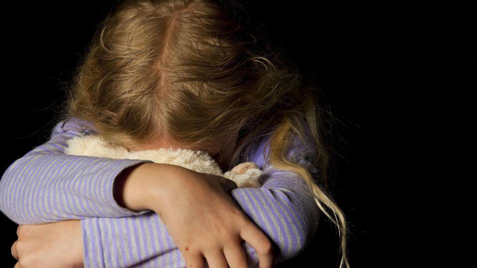 Kinder haben noch keine Fähigkeit zur sexuellen Selbstbestimmung entwickelt und stehen deshalb unter einem besonderen Schutz (Symbolbild).