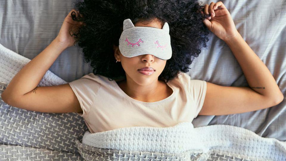 Mit der richtigen Schlafmaske wird die Nacht wirklich erholsam.