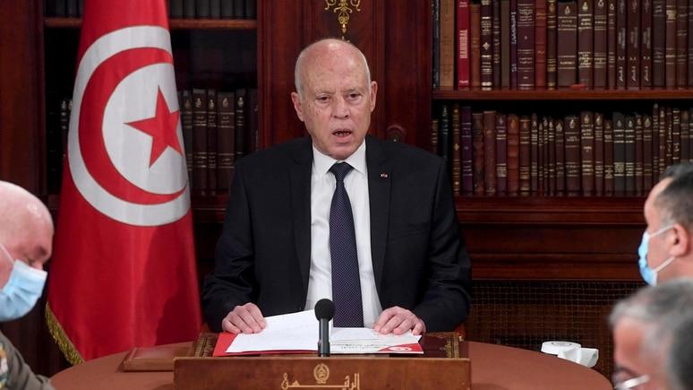 Tunesiens Präsident Kais Saied hat das Parlament entmachtet und mit der Armee das Parlamentsgebäude abgeriegelt.