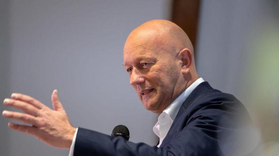 Thomas Kemmerich spricht auf dem FDP-Landesparteitag Thüringen. Foto: Michael Reichel/dpa/Archivbild