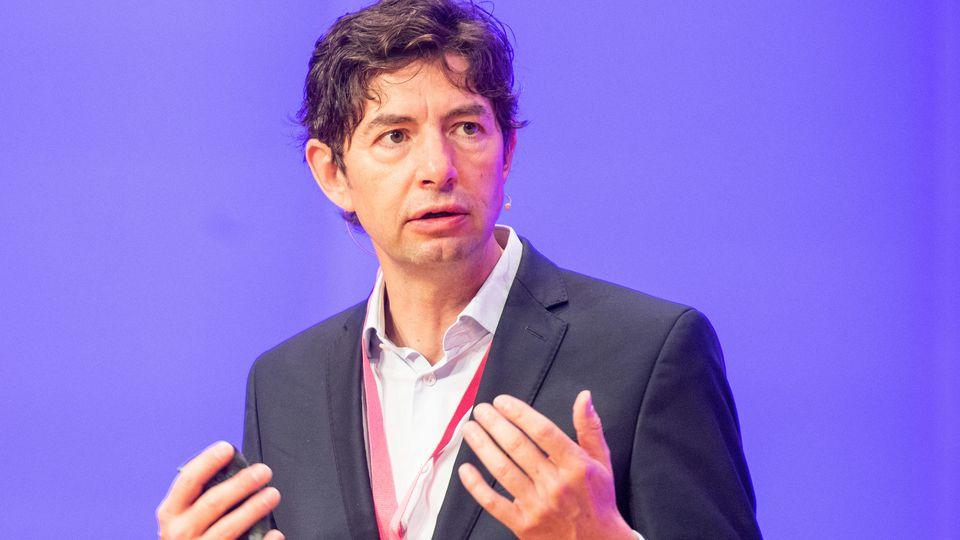 Beim Kommunikationskongress 2020 mahnt Virologe Christian Drosten zur Vorsicht.
