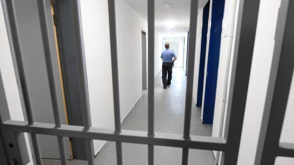 Abschiebegefängnis Darmstadt: Das Bundesinnenministerium will das strenge Trennungsgebot zwischen Abschiebungs- und Strafgefangenen aussetzen. Foto: Arne Dedert