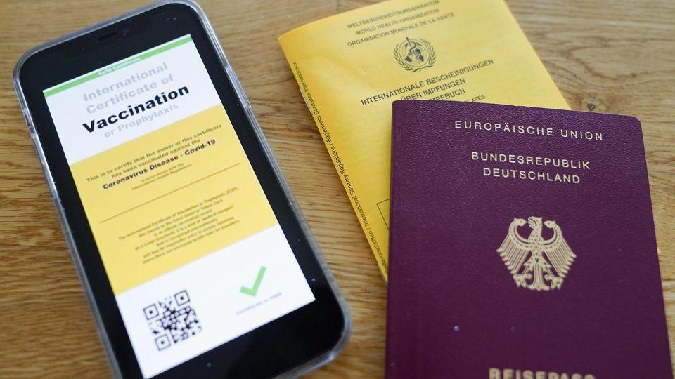 Digitaler Impfpass und Reisepass. (Symbolbild)