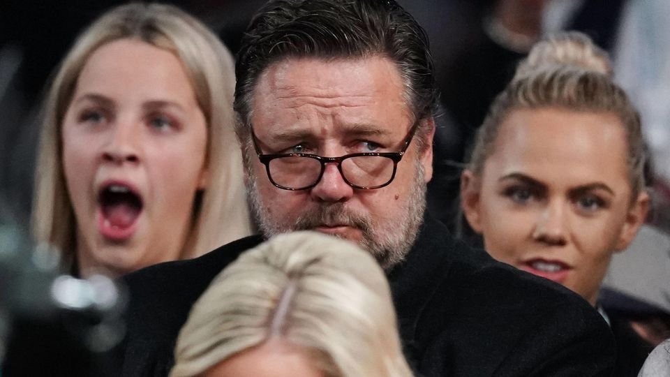BASKETBALL AUSTRALIA USA Actor Russell Crowe looks on on in the crowd during match 1 of the Pre FI