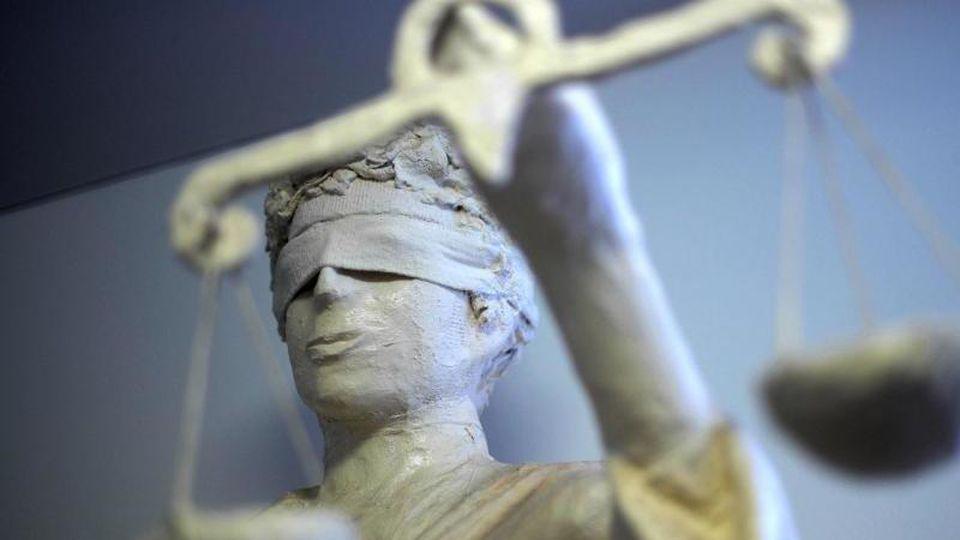 Die Statue Justitia. Foto: Peter Steffen/dpa/Symbolbild