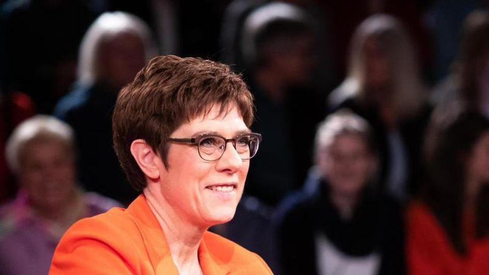 """Annegret Kramp-Karrenbauer, CDU-Bundesvorsitzende, nach der Aufzeichnung von """"Markus Lanz"""". Foto: Christian Charisius/dpa"""