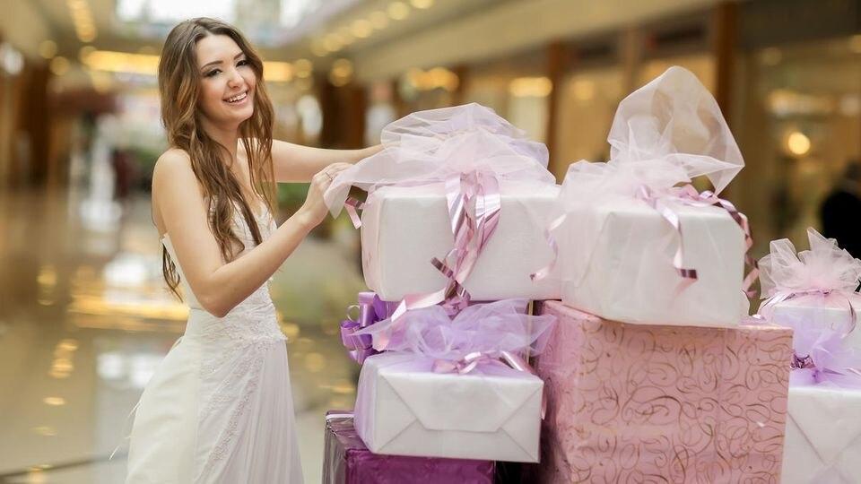 Vielen Gästen bereitet das Hochzeitsgeschenk echtes Kopfzerbrechen - dabei ist es gar nicht so schwer!