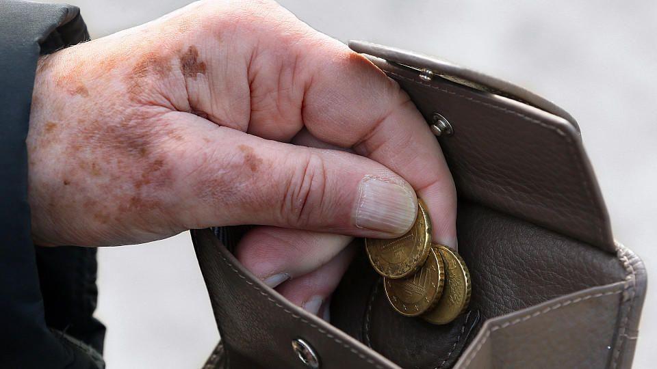 Unter der Armutsschwelle: Jede zweite Rente liegt unter 900 Euro