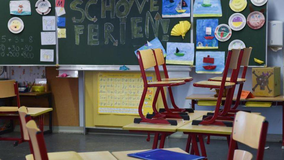 """""""Ich bin mir aber sicher, dass es nach den Osterferien keinen Unterrichts-Vollstart an den Schulen geben wird"""", Lehrerverbandspräsident Heinz-Peter Meidinger. Foto: Arne Dedert/dpa"""