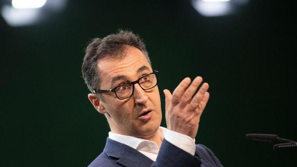 Der Bundestagsabgeordnete Cem Özdemir (Bündnis 90/Die Grünen), spricht auf dem Online-Parteitag. Foto: Marijan Murat/dpa