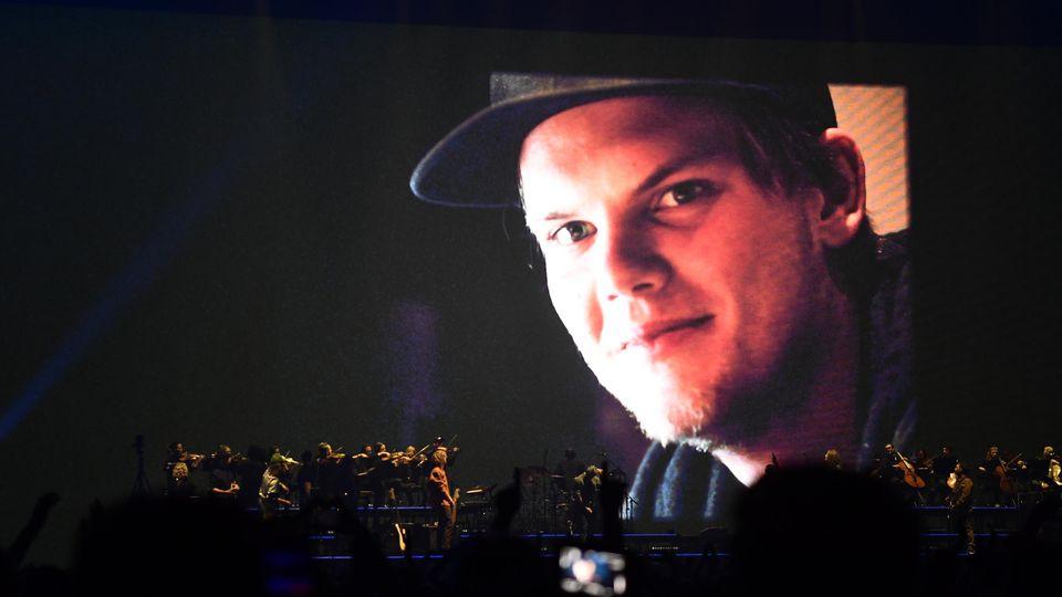 Zehntausende feierten beim Tribute-Konzert für Star-DJ Avicii.